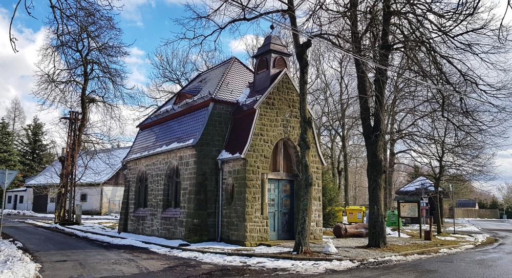 Kaplička v obci Sněžník