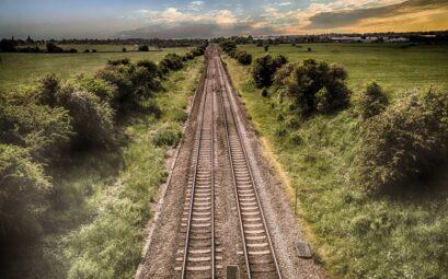 Jízdenka na léto, vlakové koleje